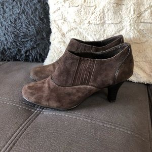 EUROSOFT by SOFFT Brown Leather Suede Heels S8